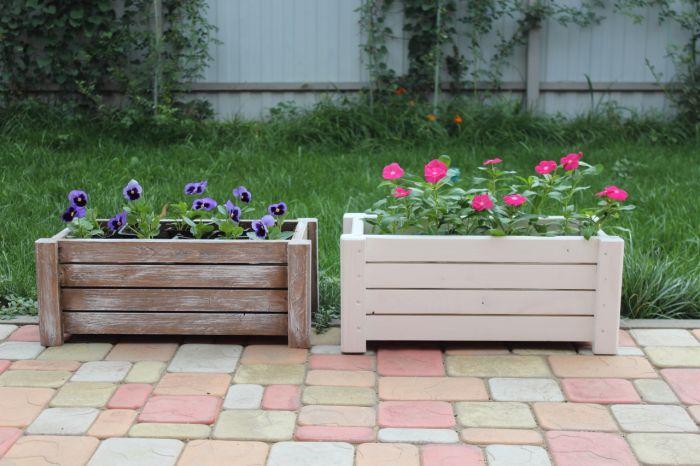 Ящики с цветами деревянные